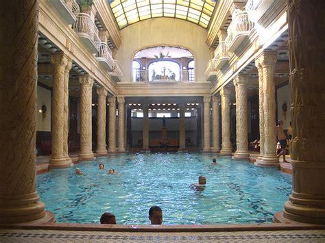 El balneario de los  Cuerpos Danone    aqua