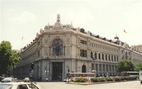 El Banco de España revisa la fachada de su emblemático ...