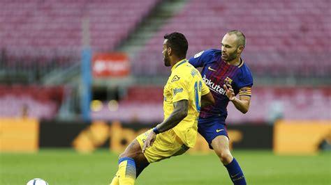 El Barça anuncia la renovación de por vida de Iniesta