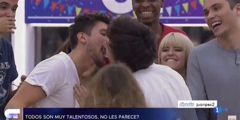 El beso de Miki y Carlos Right en  OT 2018  del que todo ...