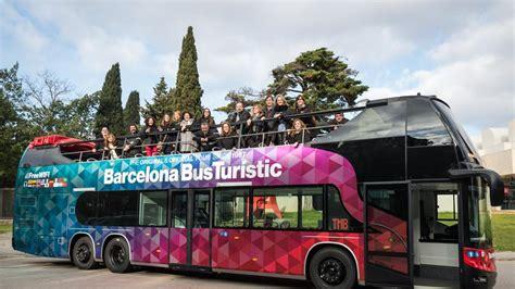 El Bus Turístic de Barcelona renueva su imagen haciendo un ...
