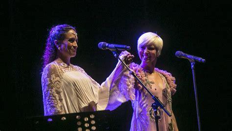 El concierto de Noa y Pasión Vega en Sevilla, en imágenes
