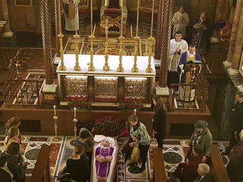 El cura decano del Opus Dei celebra la Misa  corpore ...
