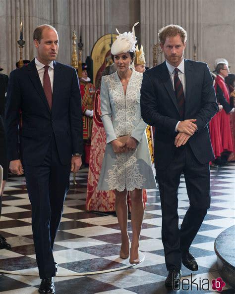 El Duque y la Duquesa de Cambridge y el Príncipe Harry de ...