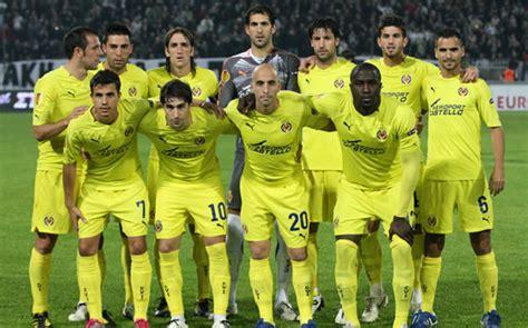 El equipo del Villarreal 2010/2011, antes de un partido ...