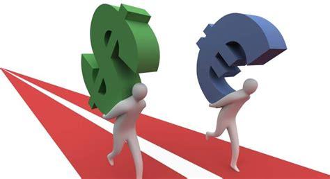 El euro  despega  contra el dólar y toca máximos de dos ...
