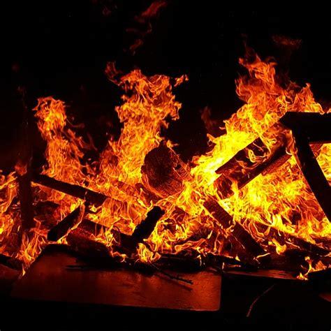 El fuego llega a Barcelona en la noche de San Juan