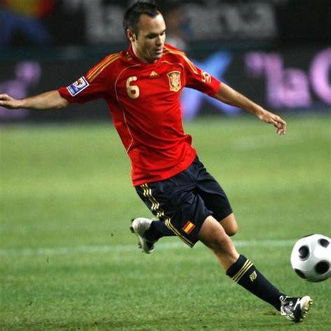 El futbolista Andrés Iniesta confirma su futura paternidad