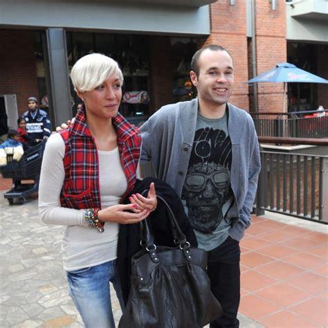 El futbolista Andrés Iniesta y su novia Anna Ortiz - Bekia
