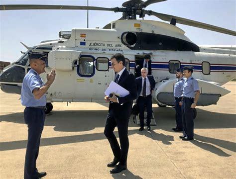 El helicóptero Super Puma y las gafas de Pedro Sánchez, en ...