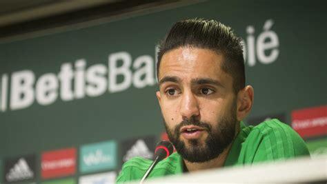 El jugador argelino del Betis Boudebouz apunta al Villarreal