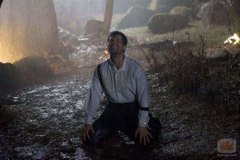 El Padre Ángel llora bajo la lluvia: Fotos   FormulaTV