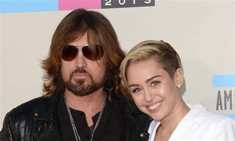 El Papá de Miley Cyrus se ofrece para oficiar la boda de ...