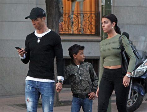 El paseo más familiar de Cristiano Ronaldo y Georgina ...