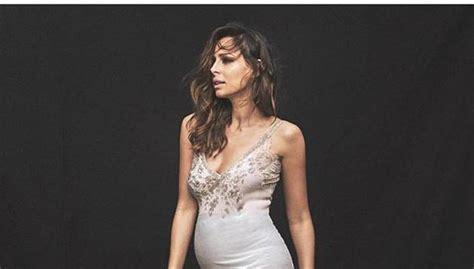 El posado de Eva González embarazada que conquista en ...