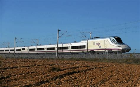 El primer tren AVE con 'wifi' a bordo empieza a circular ...