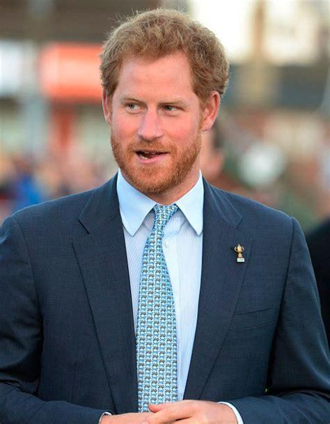 El Príncipe Harry rinde homenaje a las dos mujeres más ...