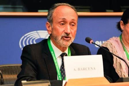 'El profesor Alberto Bárcena interviene en el Parlamento ...