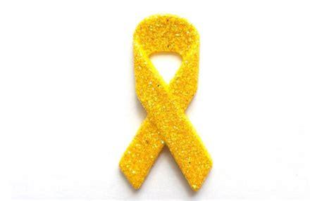 El Puente Romano se tiñe de amarillo para