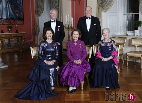 El Rey Harald de Noruega con la Reina Sonia, los Reyes de ...