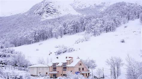 El temporal de nieve cierra Pajares a camiones y obliga a ...