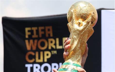 El trofeo de la Copa Mundial de la FIFA, en Panamá