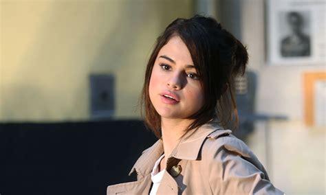 El último acierto de Selena Gomez: reinventar el vestido ...