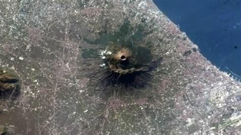 El Vesubio más imponente, a vista de satélite   RT