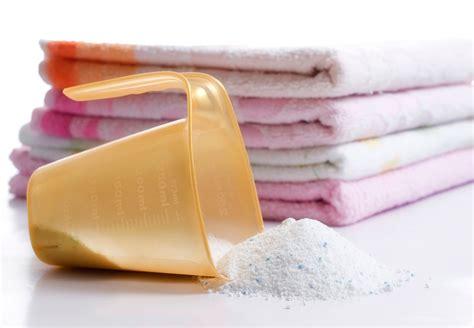 Eliminar olor a humedad en toallas y paredes del baño ...