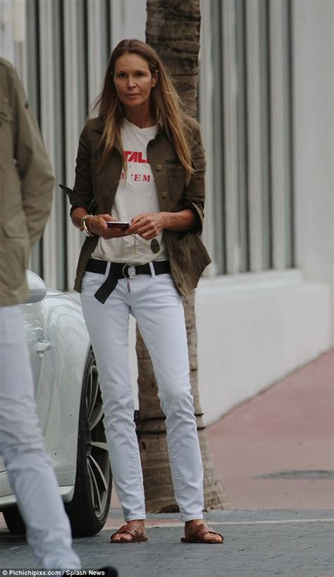 Elle Macpherson goes make-up free in Miami | Daily Mail Online