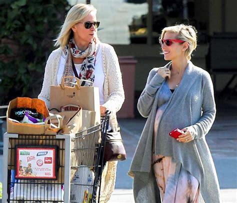 Elsa Pataky, de compras con la madre de su marido, Chris ...