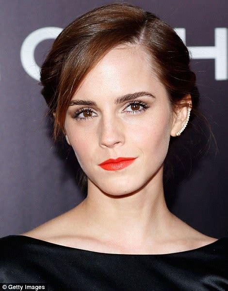 Emma Watson tweets make up bag secrets ahead of Noah NY ...
