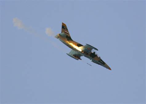En video: Aviones de combate sirios golpean bastión ...