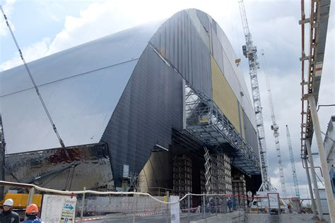 Enormous containment arch finally moving into place over ...