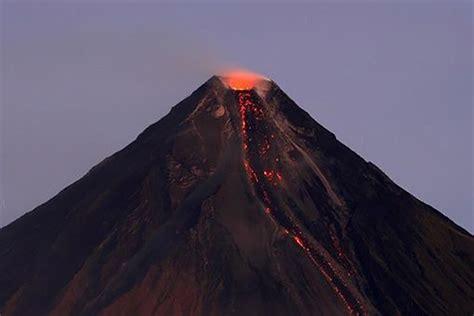 Erupción de volcán en Filipinas deja casi 15 mil evacuados