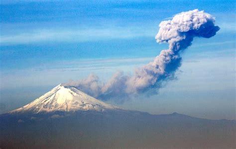 Erupción del Popocatépetl 2017: fumarola de mil 800 metros ...