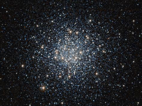 ESO: Spettacolare Nuova VISTA dell'Ammasso Stellare ...