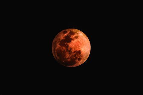 Esta noche se produce el eclipse lunar con luna de sangre ...