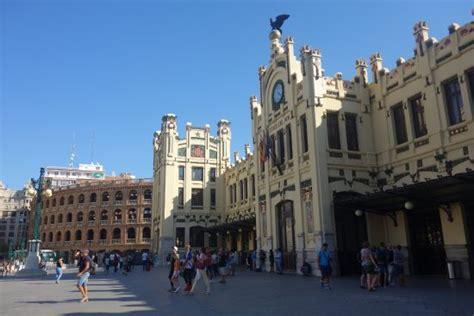 Estación de Trenes del Norte y Plaza de Toros   Valencia ...