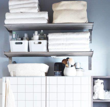 Estantes de pared GRUNDTAL con toallas, cajas y cestos ...