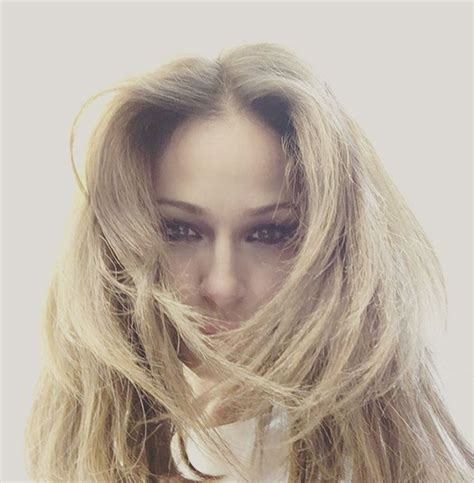 Eva González luce melena rubia