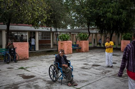 Ex-Patients Police Mexico's Mental Health System - The New ...
