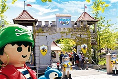 Experience the amazing world of the PLAYMOBIL FunPark!