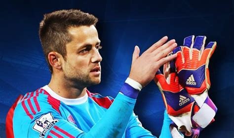 Fabianski:  I wont t let myself get distracted by rumours ...