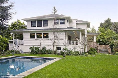 Facebook founder Mark Zuckerberg buys his very first home ...