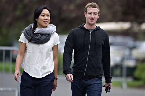 Facebook Founder Mark Zuckerberg Shares Picture of Newborn ...