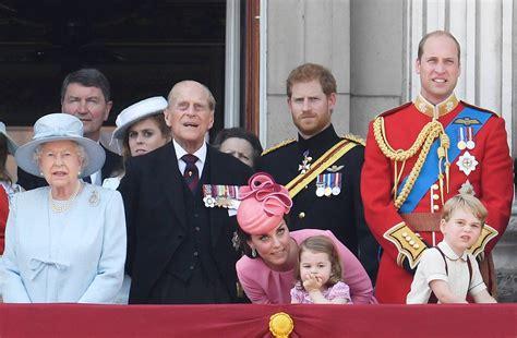 Família real britânica comemora aniversário da rainha | EXAME