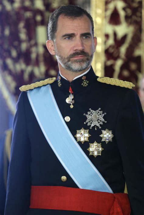 Familia Real Española: Felipe VI se baja el sueldo hasta ...