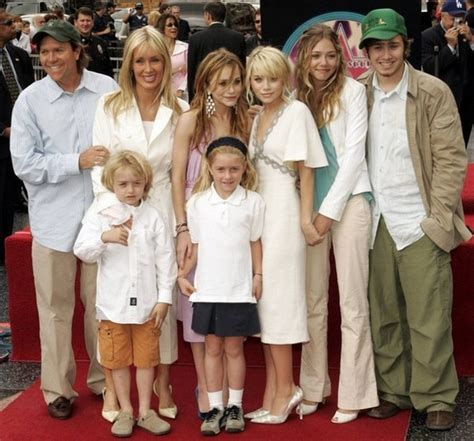 Family Actress   Online Games: elizabeth olsen family