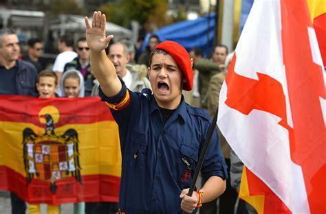 Far-right Spaniards commemorate Franco's death — RT In vision